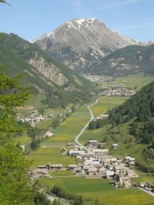 arvieux-et-vallee-en-face-denhaut-29-mai-09c-225x300 tour de france